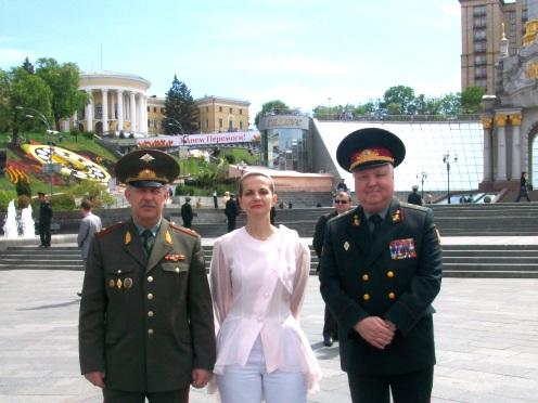 Міністр оборони України  Михайло Єжель  відзначив високий рівень підготовки і злагодженості російських та білоруських військовослужбовців, які прибули до Києва для спільної участі у параді військ.
